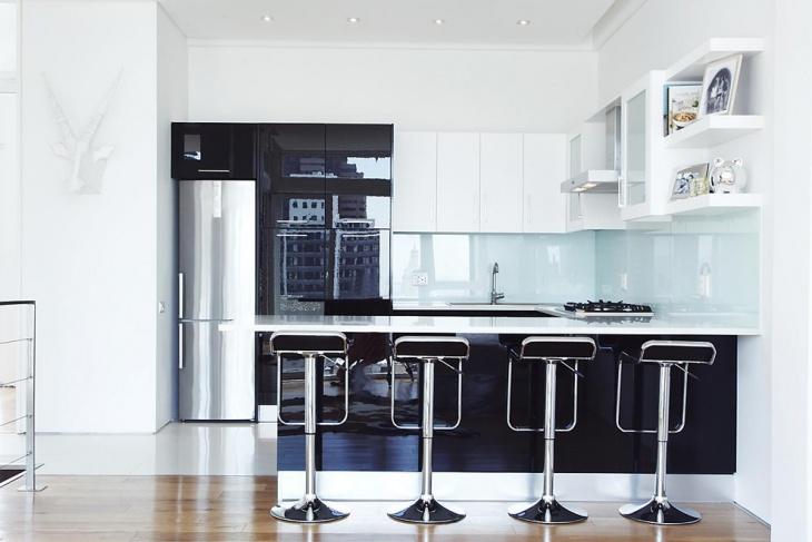 modern glass kitchen backsplash