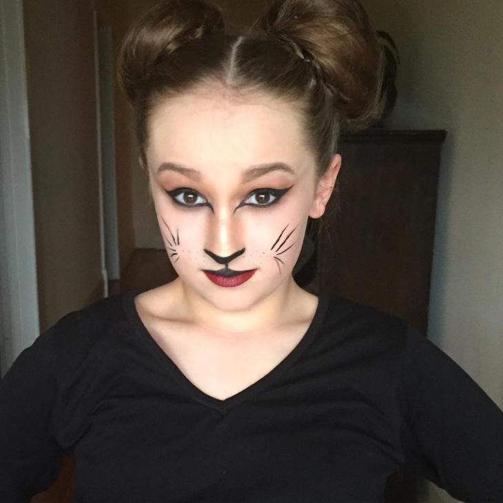 cat eye stage makeup