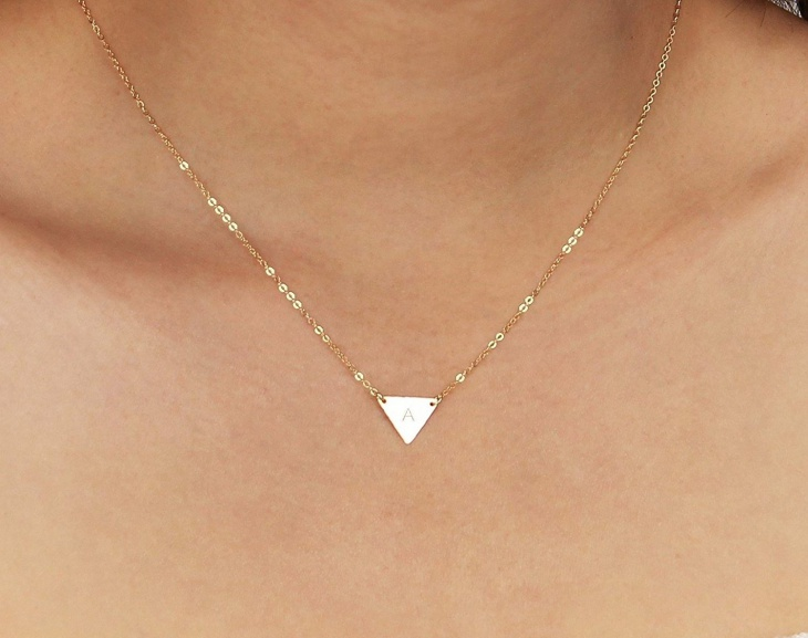 small gold pendant necklace