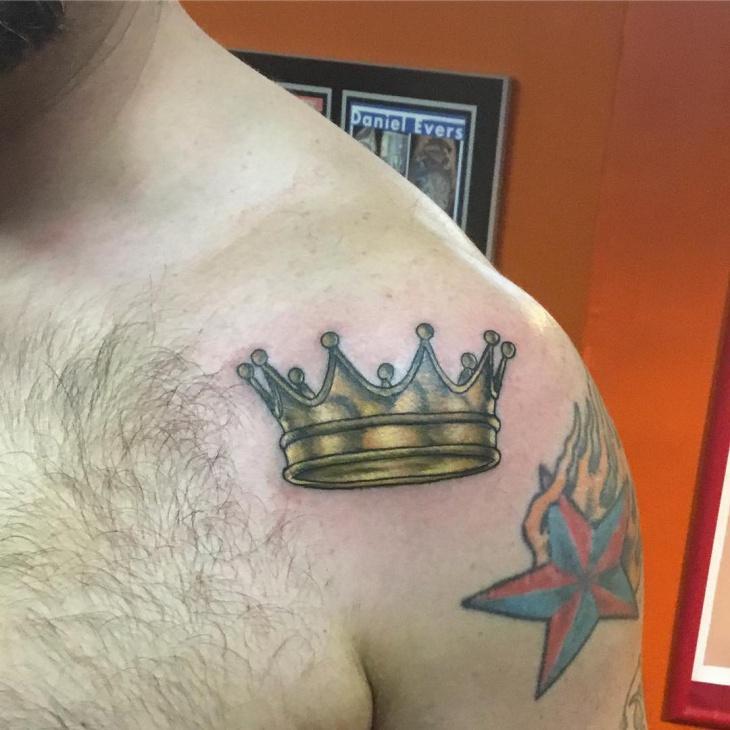 shoulder crown tattoo on shoulder