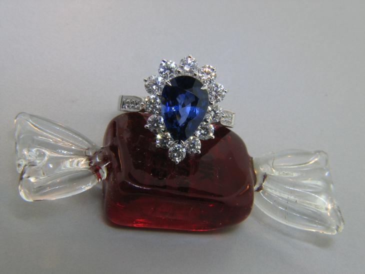 pear shaped sapphire diamond engagement ring