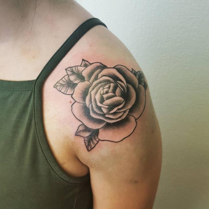 black shoulder rose tattoos