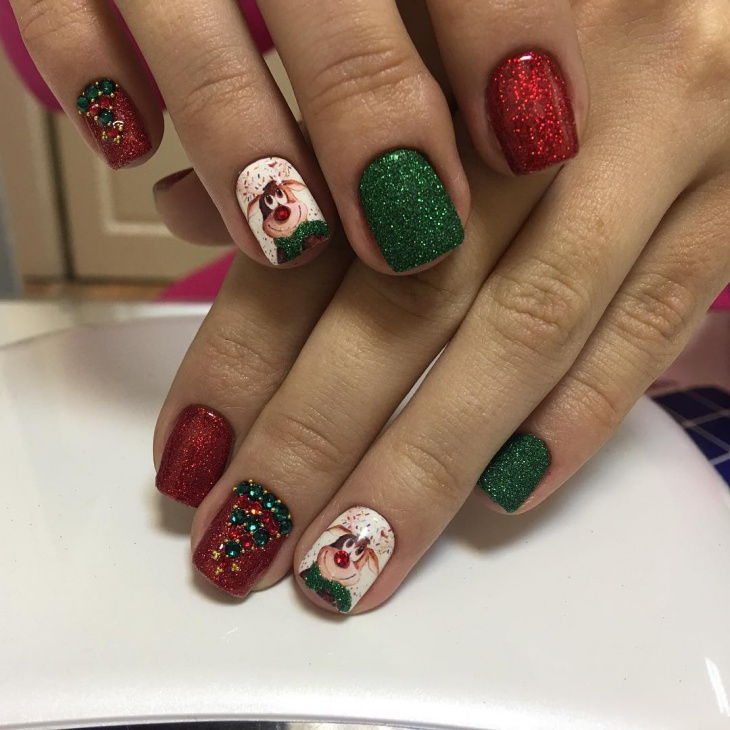 Red and Green New Year Nail Art for Short Nails - 20+ New Year Nail Designs, Idea Design Trends - Premium PSD