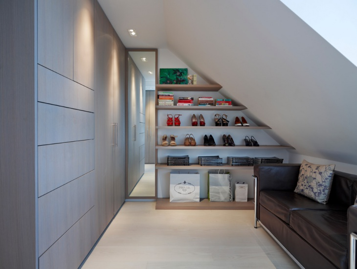 simple small walk in closet