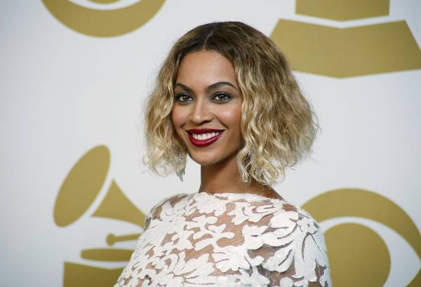 Beyonce Curly Asymmetrical Bob Hairstyle