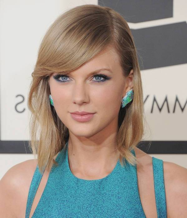 Taylor Swift Wavy Asymmetrical Bob Haircut