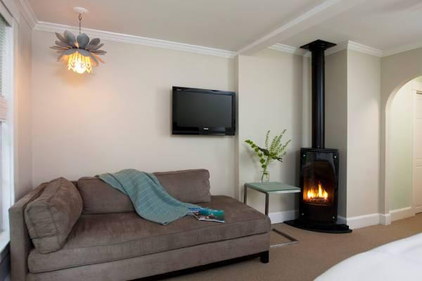 small modern corner fireplace