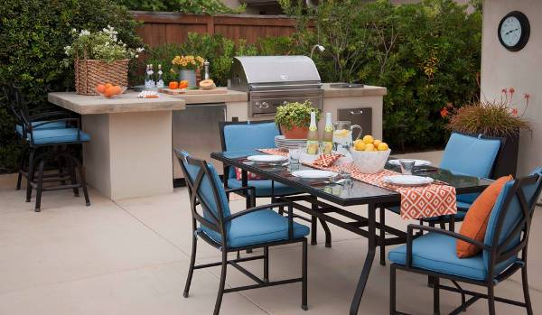 small outdoor kitchen furniture