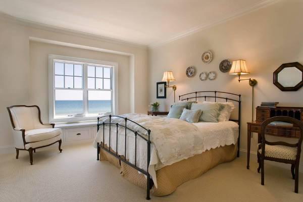 cool antique bedroom decorating idea