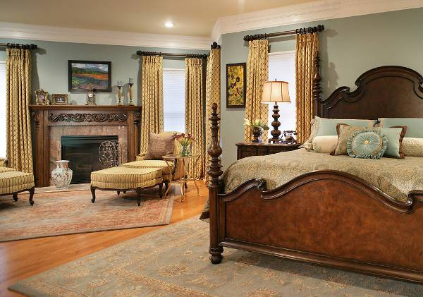 Traditional Antique Bedroom Decorating Idea