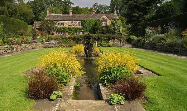 awesome outdoor garden fountain