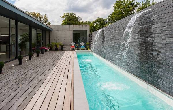 outdoor pool wall fountain