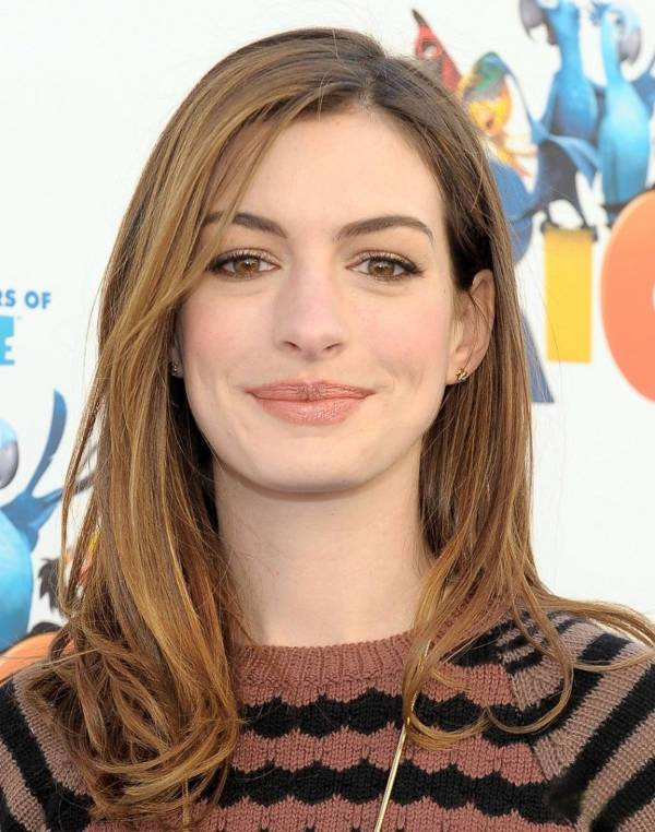 Anna Hathway Shoulder Length Layered Haircut