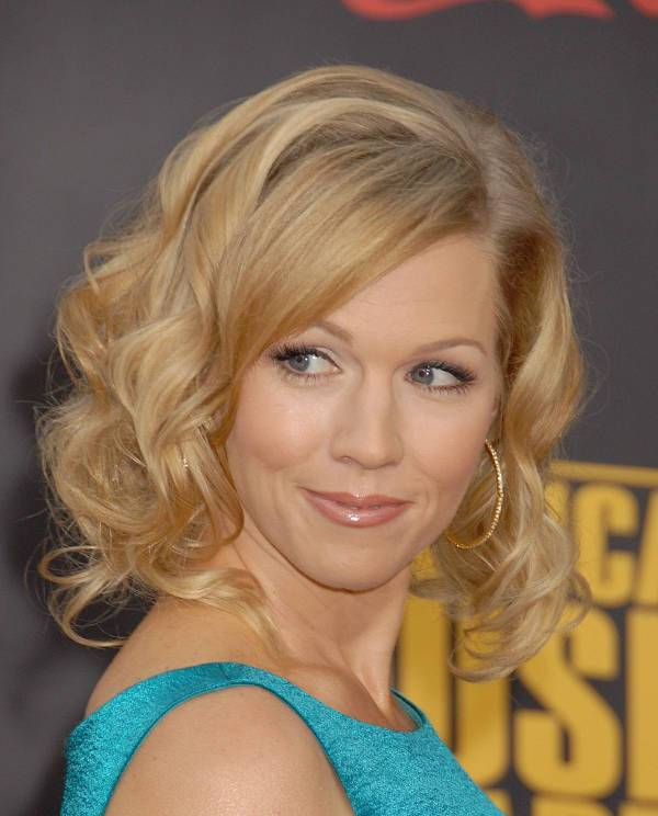 Jennie Garth Curly Shoulder Length Haircut