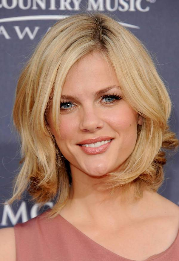Brooklyn Decker Choppy Shoulder Length Haircut
