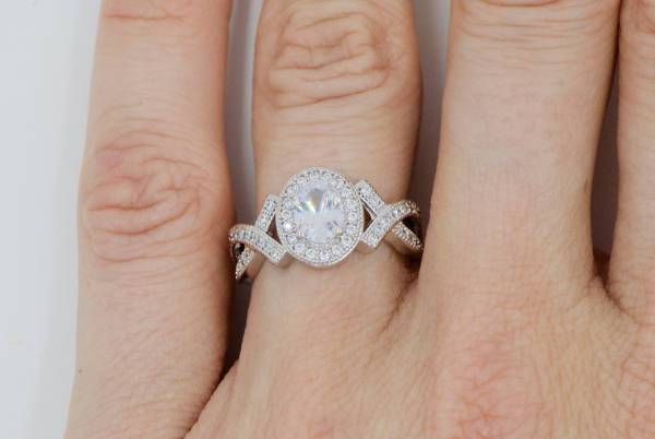 oval shaped halo promise ring