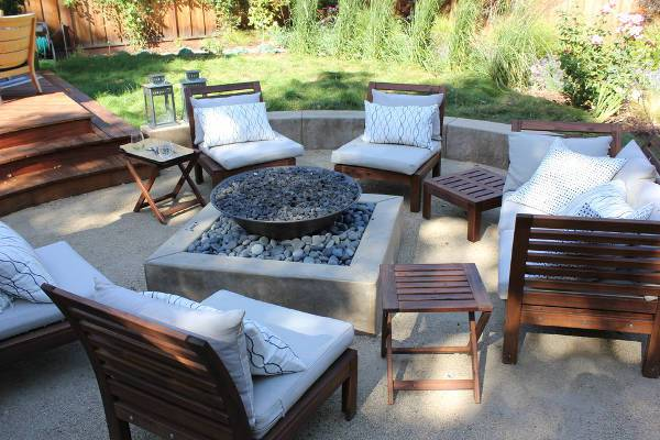 outdoor armless wooden chairs