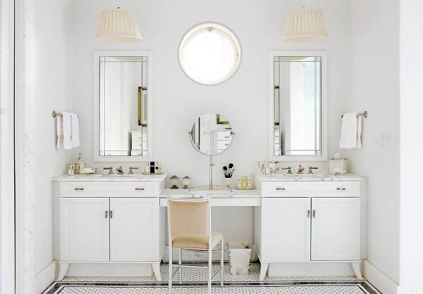 white mirrored bathroom vanity