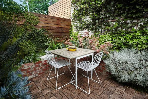 white mesh patio chairs