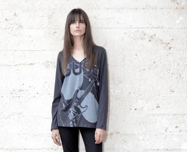 grey long sleeve graphic t shirt
