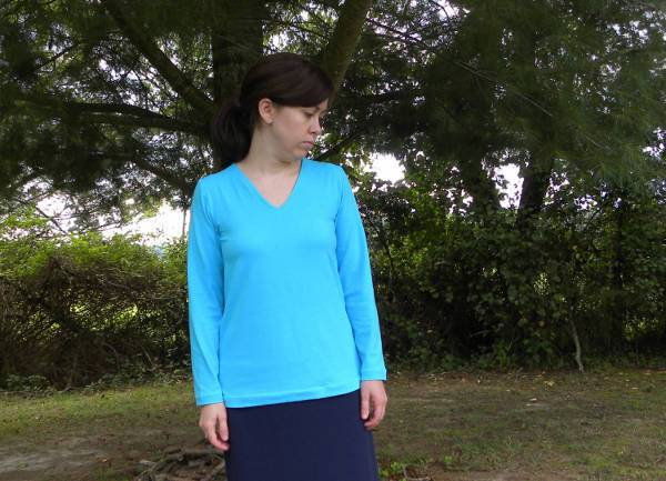 blue long sleeve v neck t shirt