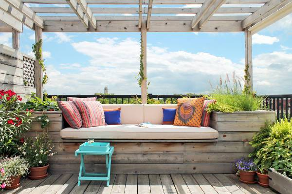 outdoor deck bench with cushions
