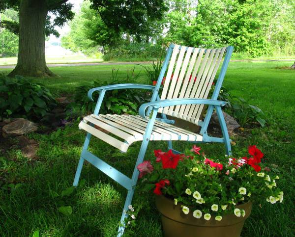 traditional folding lawn chair