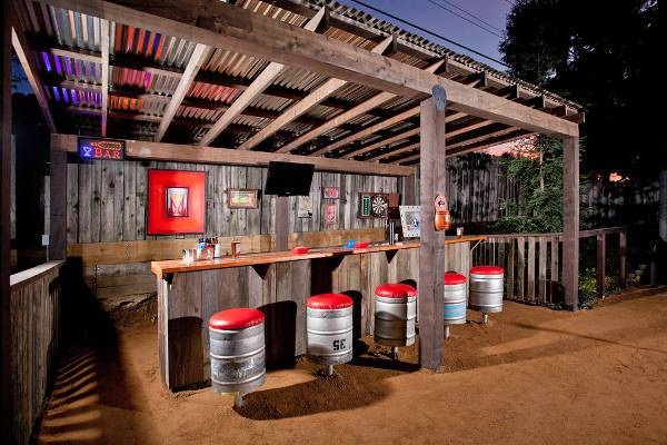 rustic outdoor bar stools idea