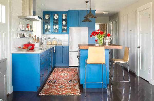 small cottage kitchen cabinets