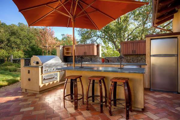 simple outdoor kitchen bar stools