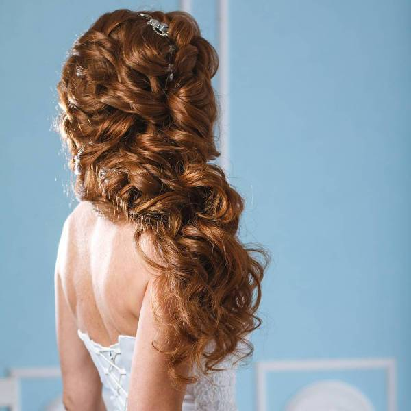 elegant wavy wedding hairstyle