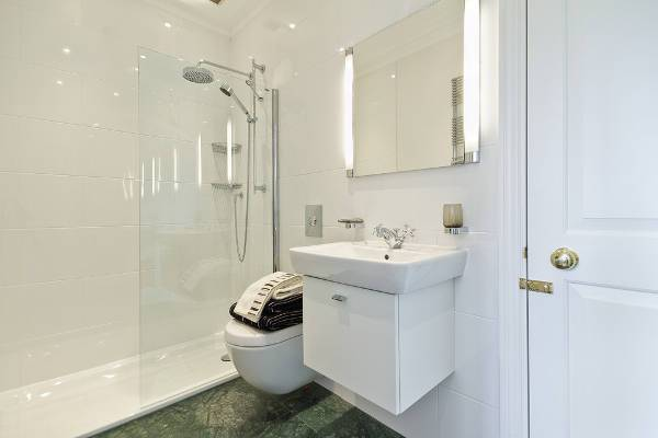small ensuite bathroom shower