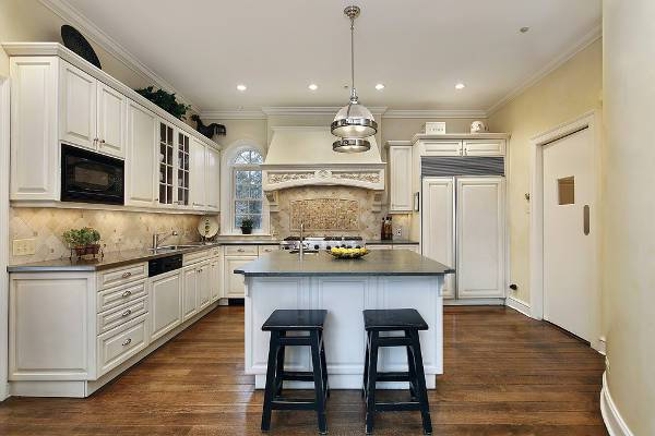 traditional kitchen wood flooring