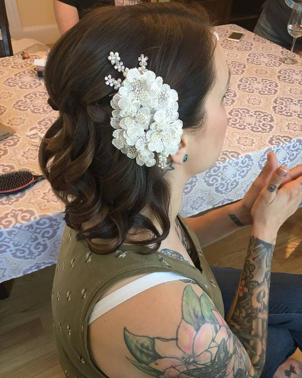 beautiful short bridal hairstyle