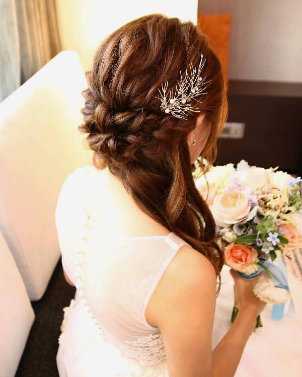 Awesome Bridal Side Hairstyle