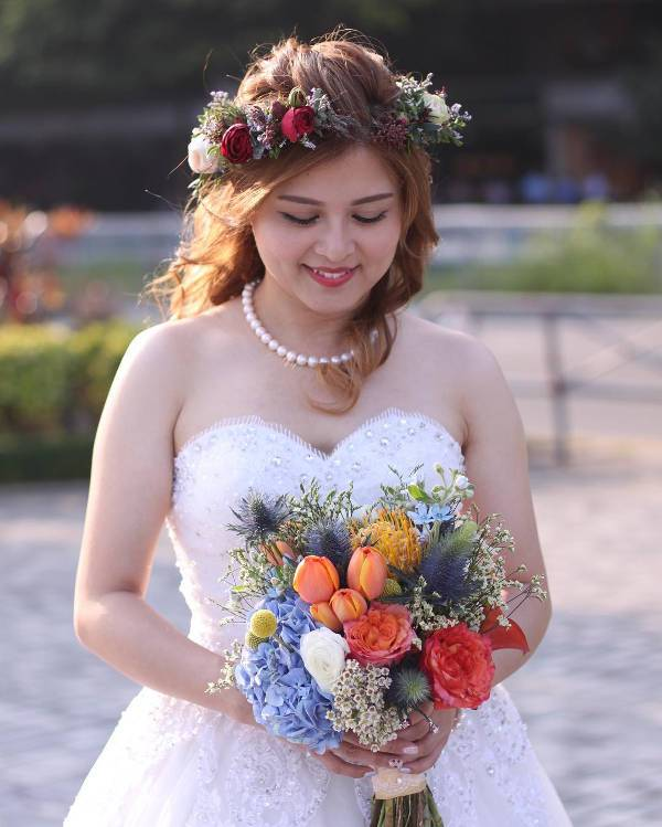 cool bridal hairstyle for round face