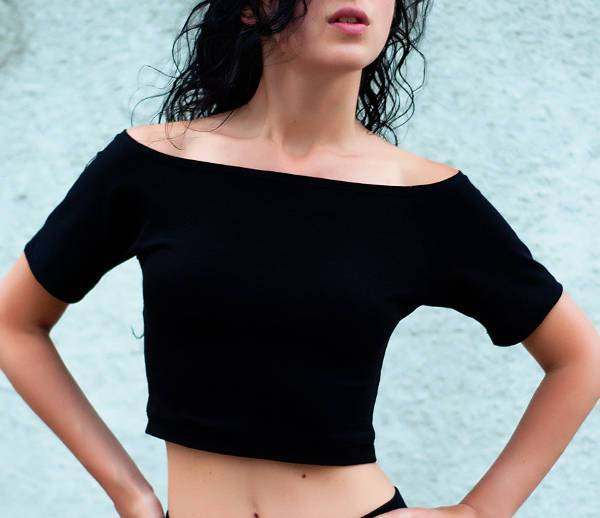 trendy cropped black t shirt