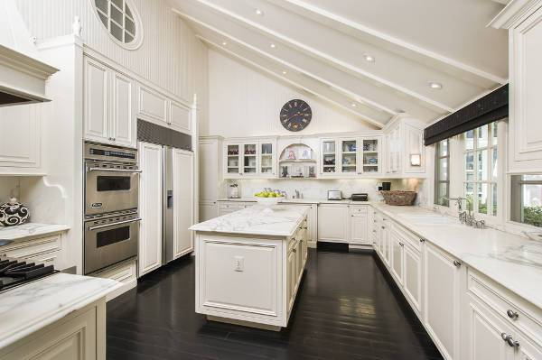 traditional white kitchen wall cabinets