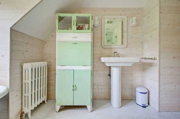 vintage farmhouse bathroom cabinets