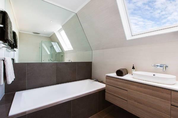 simple oval bathroom sink