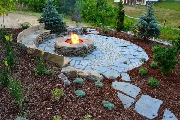 round stone fire pit idea