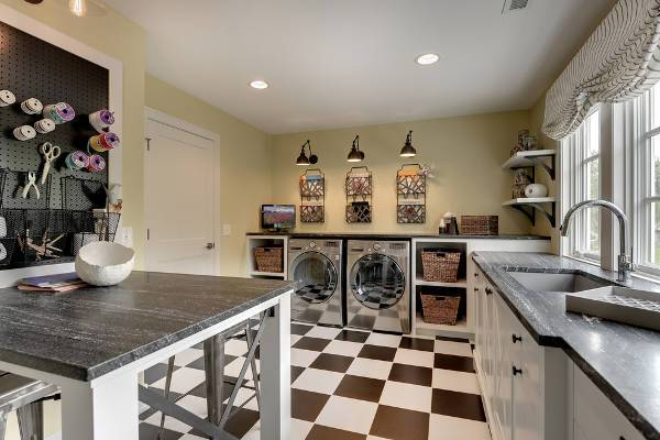tarditional garage laundry room
