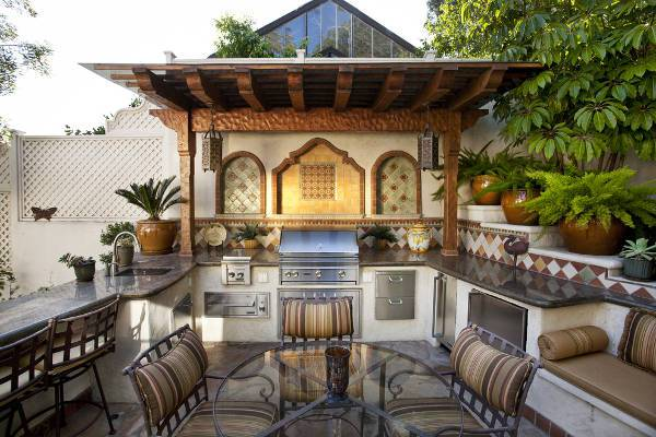 traditional outdoor kitchen sink