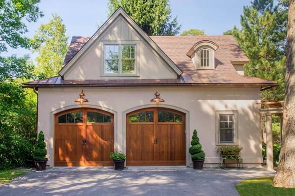 traditional garage door design