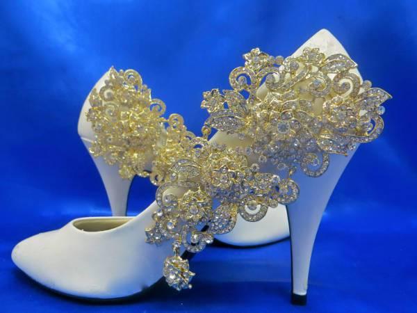 beautiful rhinestone wedding shoes