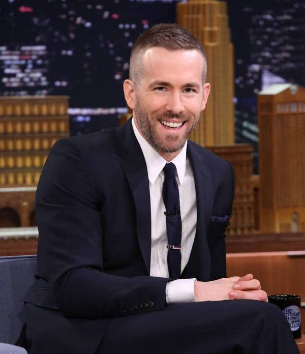 ryan reynolds short fade haircut for men
