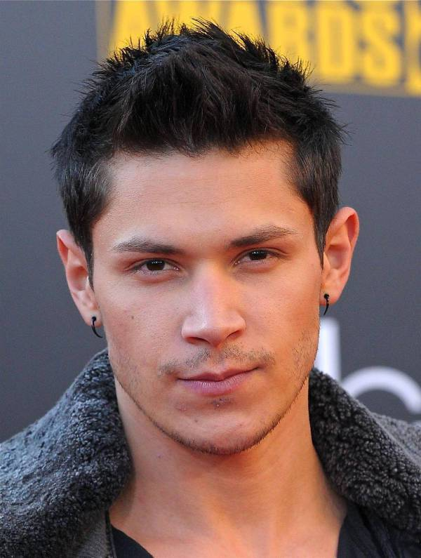 alex meraz short hipster hairstyle for men