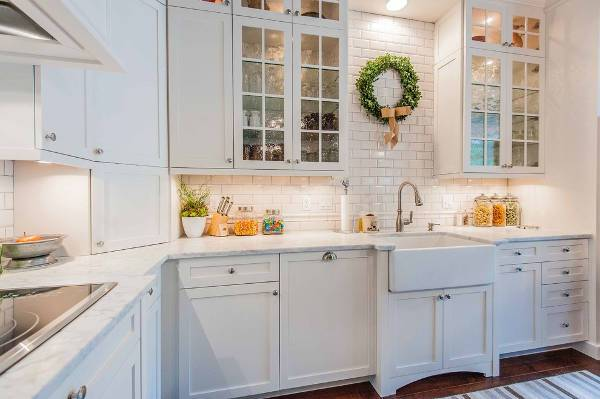 farmhouse kitchen faucet design