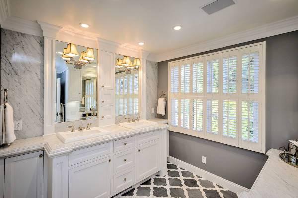 traditional double vanity lighting