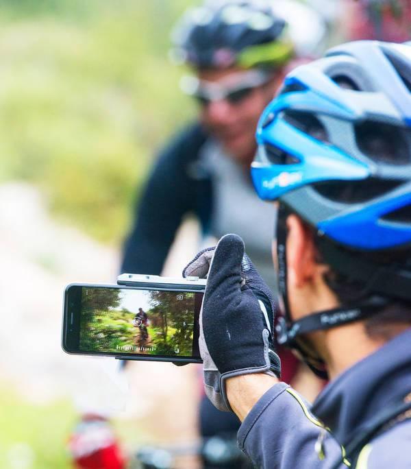 ergonomic smartphone camera grips1